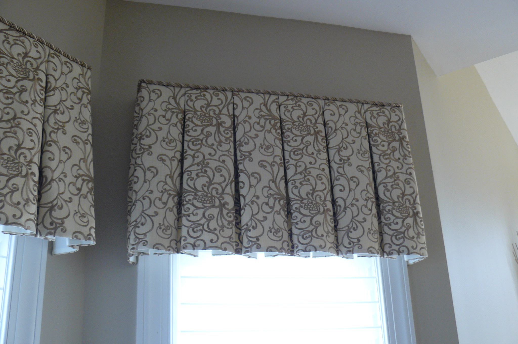 Board Mounted box pleat valances for dining area bay window