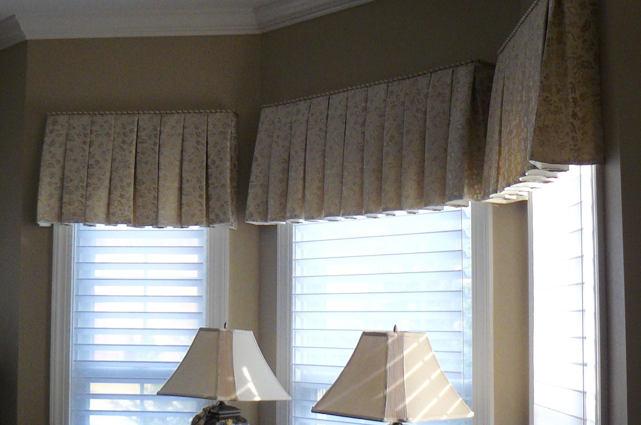 Board Mount box pleat valances for living room bay